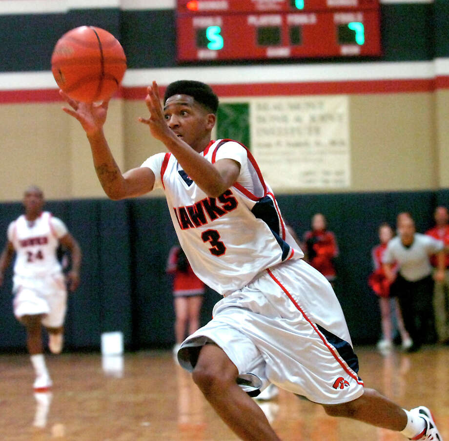 at Hardin-Jefferson Devante Johnson catches the ball during the game against Silsbee High School in Sour Lake, Tuesday, January 31, 2012. Tammy McKinley/The Enterprise Photo: TAMMY MCKINLEY