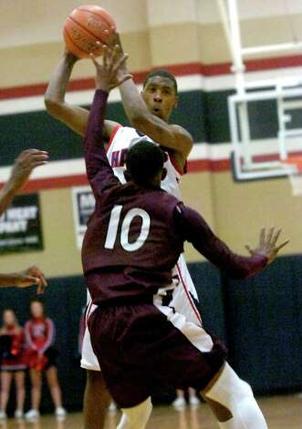 H-J's Shawn Prudhomme looks to pass over Silsbee's Chris Elam at Hardin-Jefferson High School in Sour Lake, Tuesday, January 31, 2012. Tammy McKinley/The Enterprise Photo: TAMMY MCKINLEY