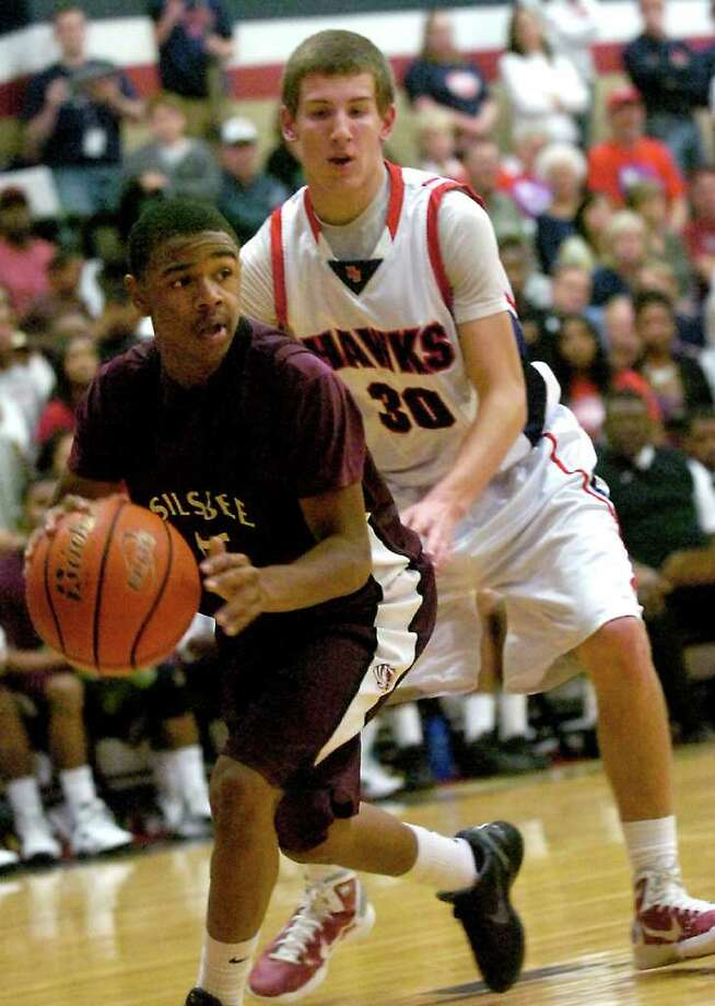 Silsbee's Zayon Jackson controls the ball as H-J's Andy Martel guards at Hardin-Jefferson High School in Sour Lake, Tuesday, January 31, 2012. Tammy McKinley/The Enterprise Photo: TAMMY MCKINLEY