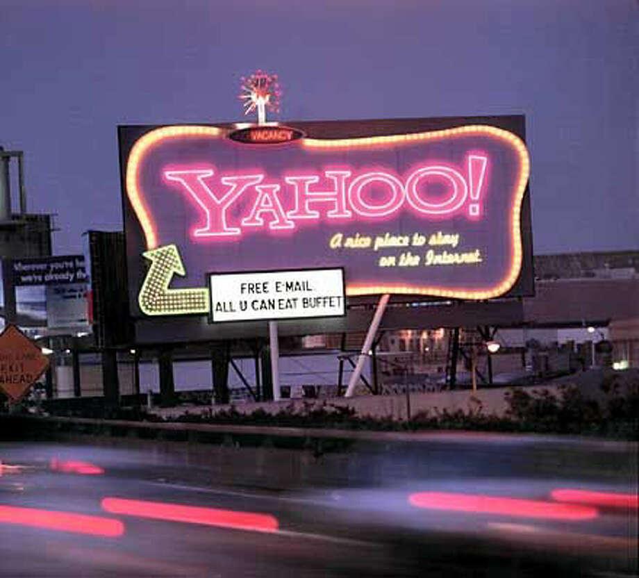 Yahoo goes for flashy billboards