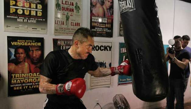 Marco Antonio Rubio works out at Championfit Gym ahead of his championship bout against Julio Cesar Chavez Jr. on Saturday. Photo: John Davenport, Jdavenport@express-news.net