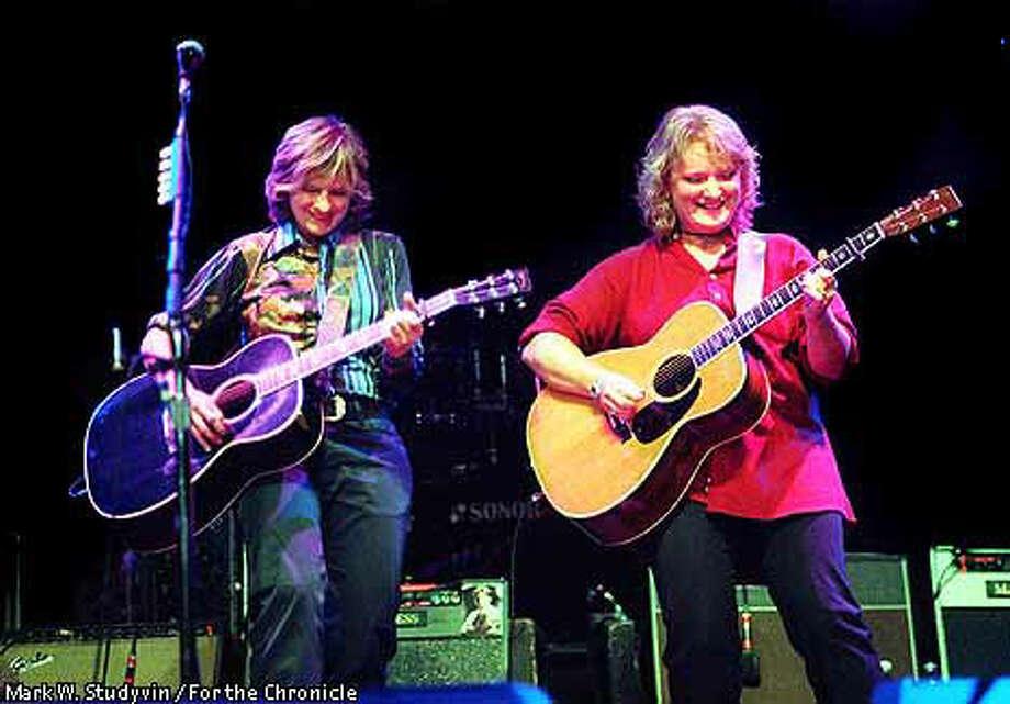 Indigo Girls Cover The Spectrum Duos Tough Tender Folk Rock Plays