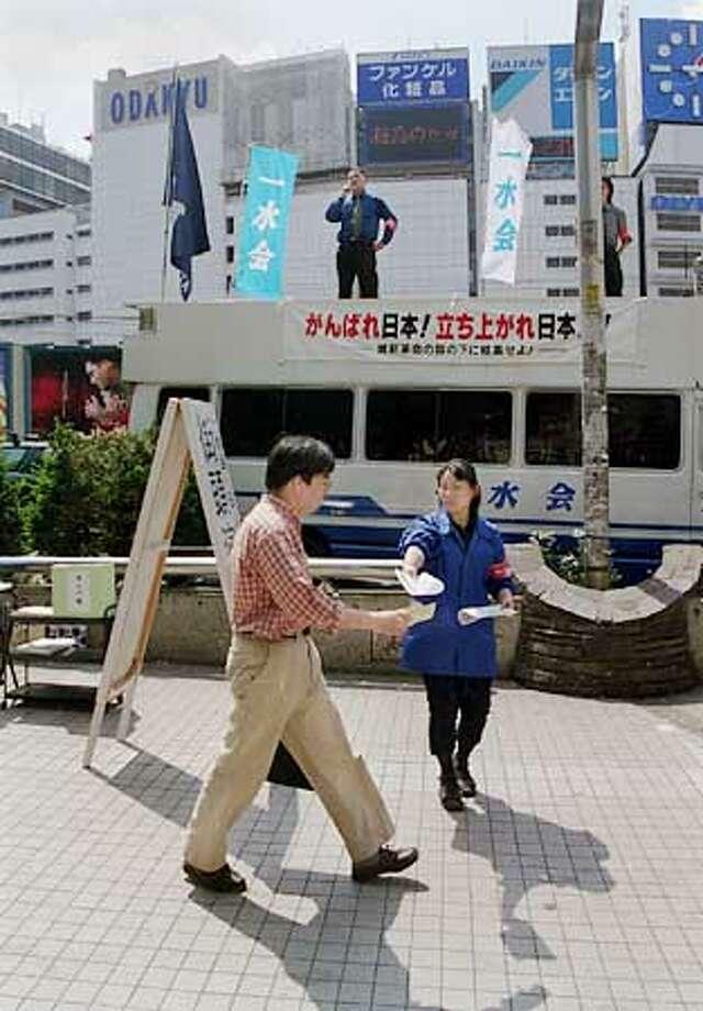 JAPAN/C/14MAY01/FN/HO