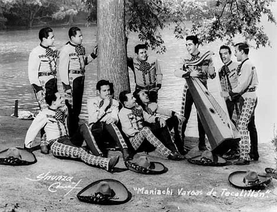 Mariachi Vargas de Tecalitl�n in the late 1940s.