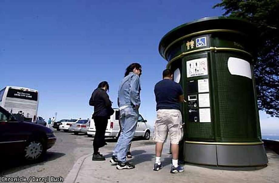 POTTY13C-C-12JUL01-MT-DB Tourist wait in line at the Twin Peaks toilet atop Twin Peaks lookout area in San Francisco. Chronicle Photo by Darryl Bush Photo: Darryl Bush