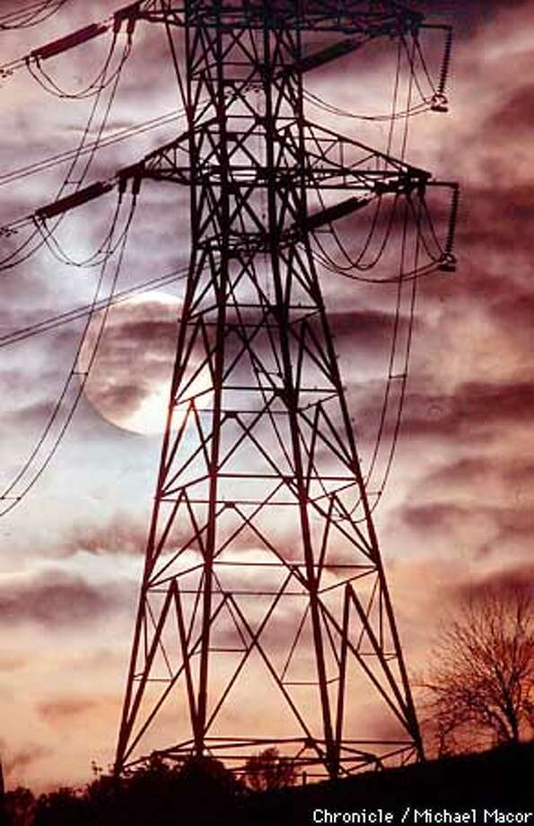 The setting sun is shown behind an electrical power tower near the town of Pacheco in Contra Costa County, Calif. Thursday Dec. 7, 2000. California declared an unprecedented Stage Three electricity alert Thursday evening after the state's overwhelmed grid, crippled by idled power plants and scant supplies, struggled to meet demands. (AP Photo/The Chronicle, Michael Macor) Photo: MICHAEL MACOR