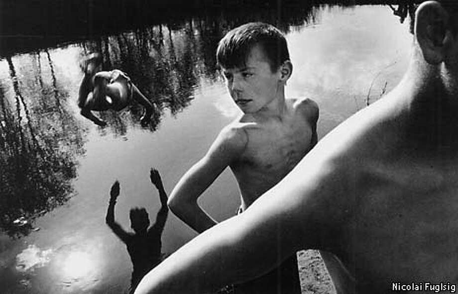 PRESS12B/B/10JUN99/MN/NICOLAI FUGLSIG  DENMARK, POLITIKEN/RAPHO FRANCE  1ST PRIZE STORIES  1999 WORLD PRESS PHOTOS  CHILDREN PLAY IN AN ABANDONED GLUE FACTORY IN THE RUSSIAN VILLAGE OF MUSLUMOVO NEXT TO A RADIOACTIVE RIVER.