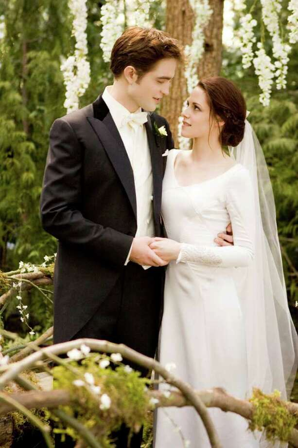 ROBERT PATTINSON and KRISTEN STEWART star in THE TWILIGHT SAGA: BREAKING DAWN-PART 1 Photo: ANDREW COOPER / © 2011 Summit Entertainment, LLC. All Rights Reserved.
