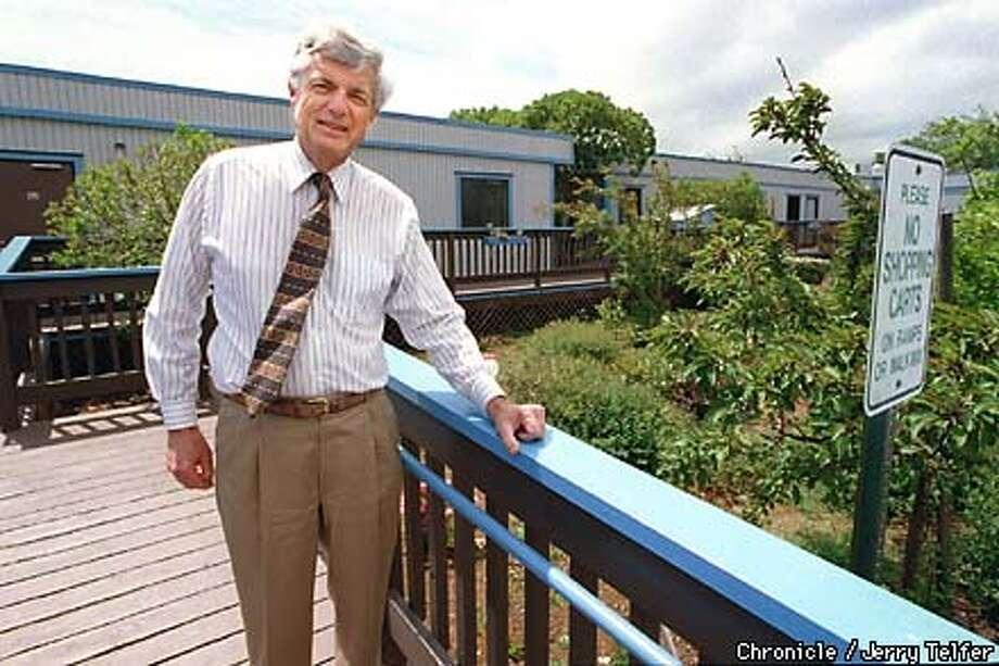 WORKMAN03/C/02JUN99/PZ/JERRY TELFER THE CHRONICLE.  JOHN KELLY, EXECUTIVE DIRECTOR OF SAMARITAN HOUSE AT 401 NORTH HUMBOLDT STREET IN SAN MATEO
