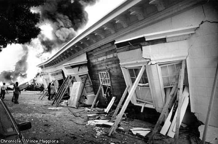 CENTURY30K/B/18OCT89/SC/VINCE MAGGIORA  MARINA DISTRICT FIRE AFTER THE 1989 EARTHQUAKE