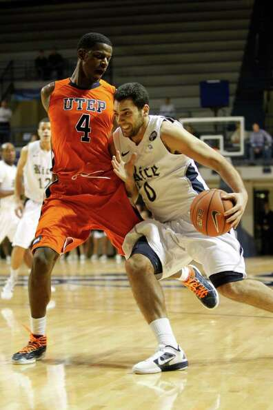 Rice's Ahmad Ibrahim (0) charges around UTEP's Julian Washburn (4) during the first half of the men'