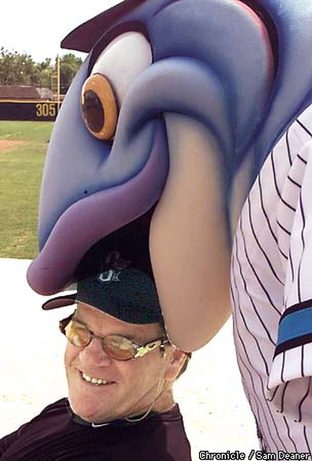 Baseball star Pete Rose gets his head chewed by Sacramento Steelhead mascot 'Slammin' Sammy Monday while watching batting practice at Sacramento City College baseball field. CHROPNICLE PHOTO SAM DEANER Photo: SAM DEANER