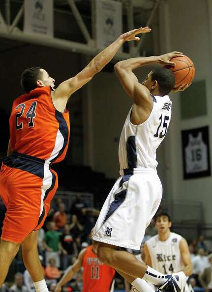 Rice's Julian DeBose (15) goes up for  the winning basket in the final seconds during the second hal