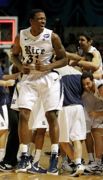 Rice's Dylan Ennis (31) reacts as Rice's Julian DeBose (15) gets mobbed by teammates after he made