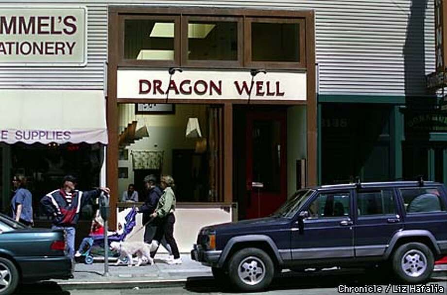 D.28 DRAGON 1/C/21APR99/FD/LH--Dragon Well restaurant--2142 Chestnut St.--for restaurant review  BY LIZ HAFALIA/THE CHRONICLE Photo: LIZ HAFALIA