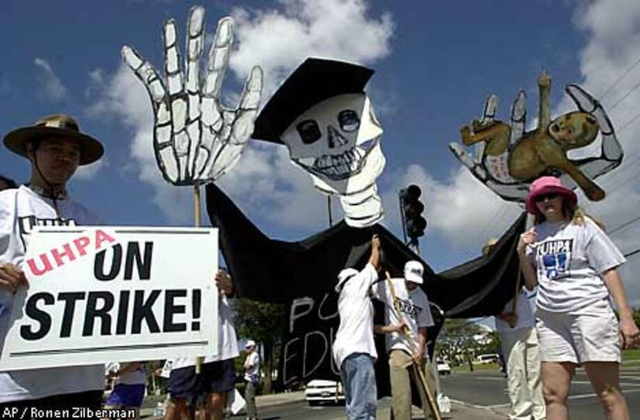 University of picket Thursday, April 5, 2001. Public school teachers across the state and University of Hawaii faculty members went on strike Thursday after last-ditch salary negotiations failed to produce new contracts. (AP Photo Ronen Zilberman) Photo: RONEN ZILBERMAN