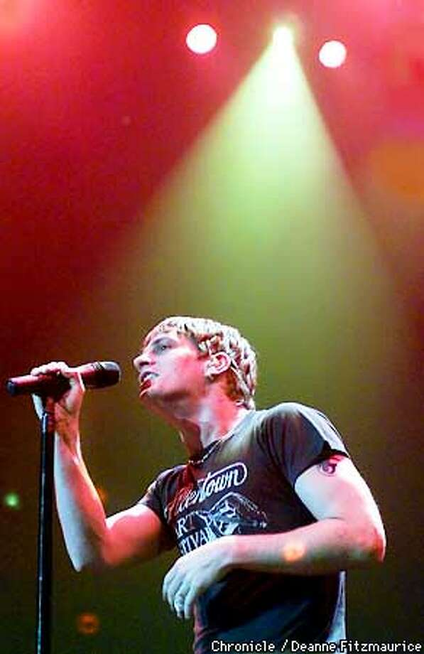 Rob Thomas, lead singer for Matchbox20 sings with his band at the San Jose Arena.  CHRONICLE PHOTO BY DEANNE FITZMAURICE Photo: DEANNE FITZMAURICE
