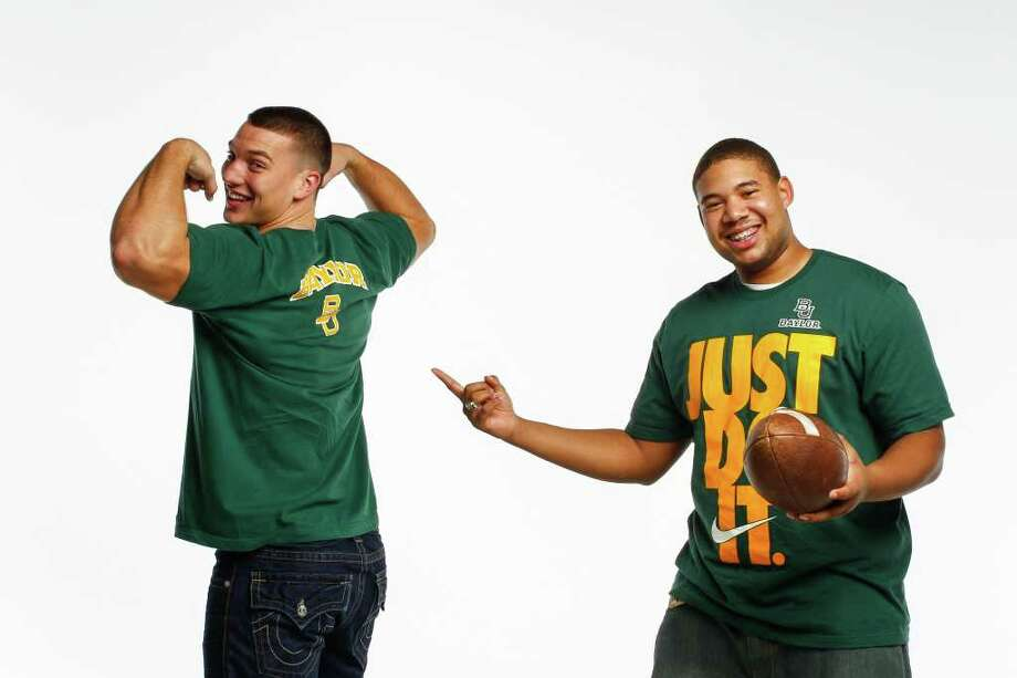 Pearland linebacker Kendall Ehrlich, left, and Humble defensive tackle Zorrell Ezell will be wearing the green and gold of Baylor after signing with the Bears. Photo: Michael Paulsen / © 2011 Houston Chronicle