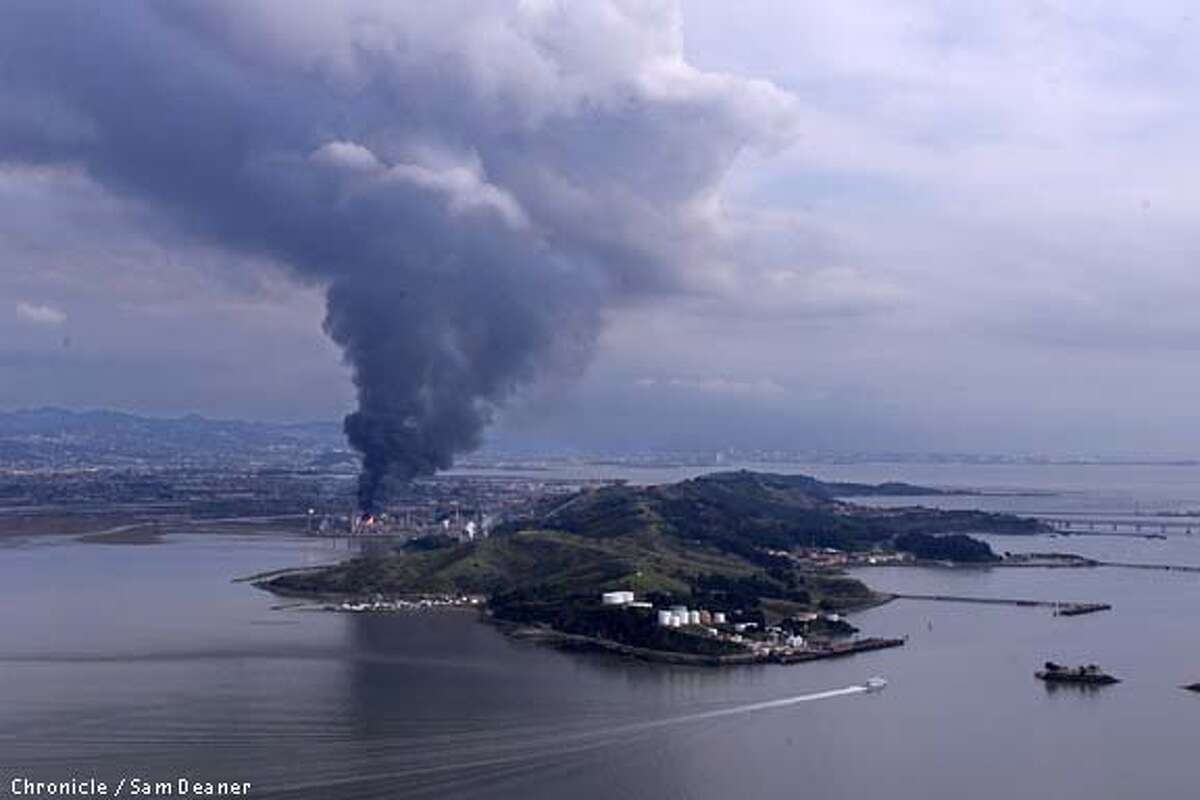 Fire broke out after an explosion in the hydro-cracker unit at Chevron Refinery in Richmond. SAN FRANCISCO CHRONICLE PHOTO BY SAM DEANER