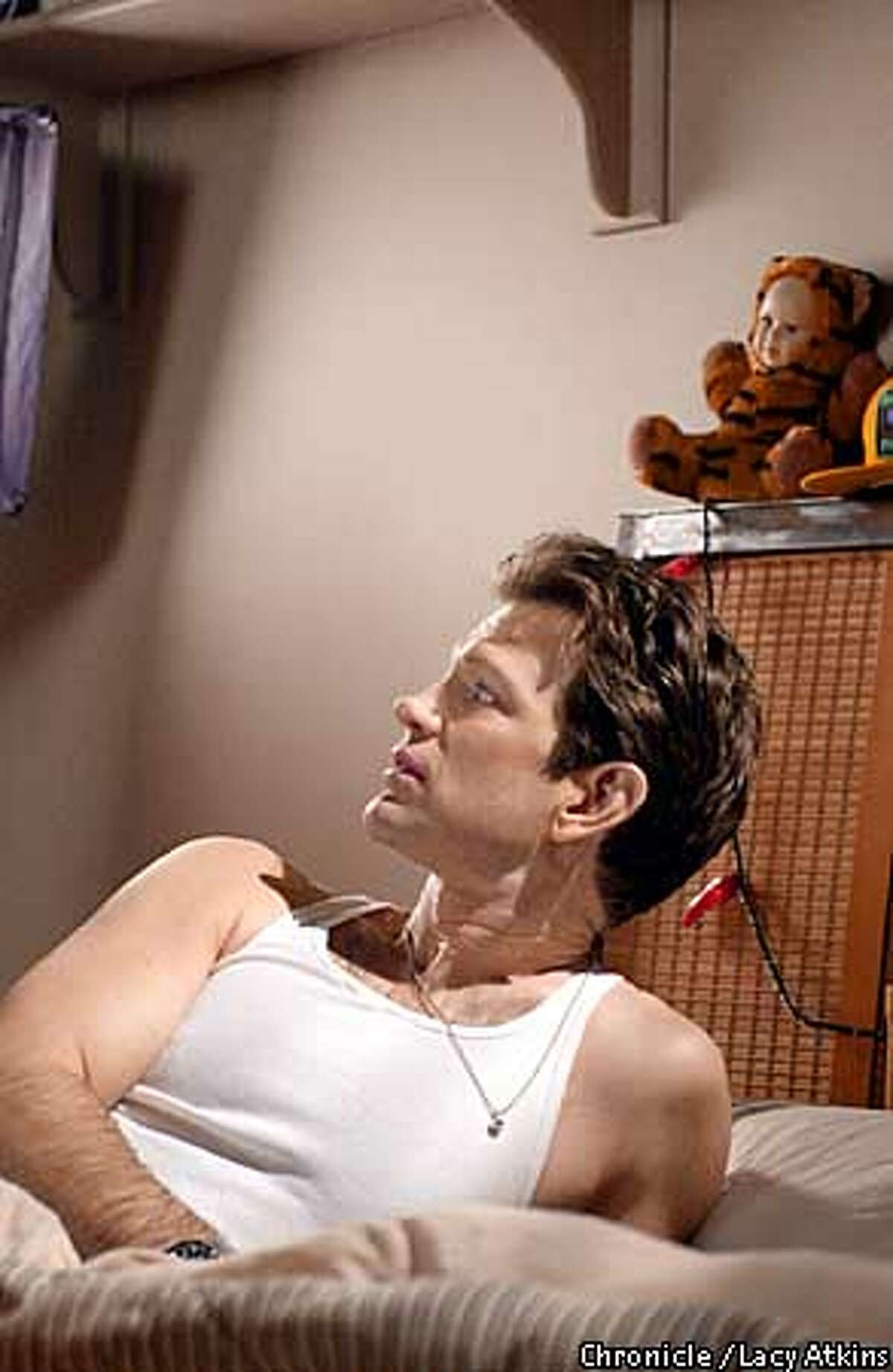 ISAAK3-C-7FEB01-DD-LA Chris Isaak in his bedroom on the set of
