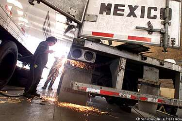 Mexico's Trucks on Horizon / Long-distance haulers are