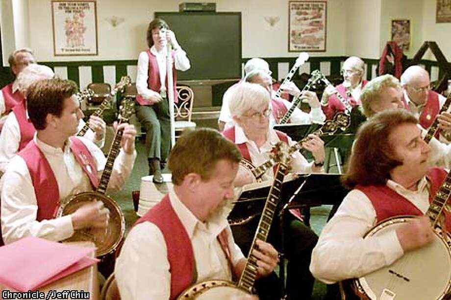 The Peninsula Banjo Band plays for the crowd at Straw Hat Pizza Parlor in San Jose on Tuesday night. The band, which has been around for about 35 years, have played for President Clinton and VP Al Gore, and play for free at the Straw Hat every week. Photo by Jeff Chiu / the Chronicle. Photo: Jeff Chiu