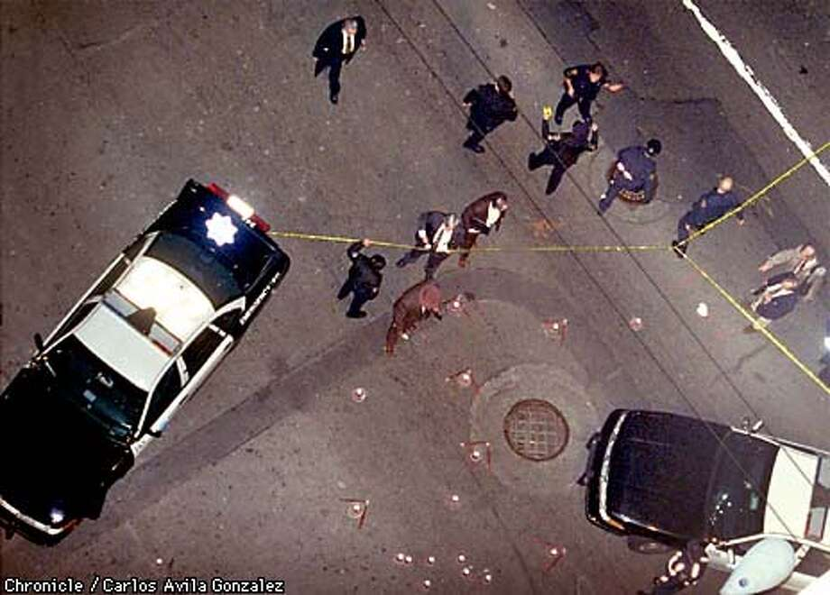 COPSHOOT 3/C/15JAN98/MN/CG---- San Franscisco Police investigate the scene of a shooting at New Montgomery and Mission streets Friday. (CHROPNICLE PHOTO CARLOS GONZALEZ) Photo: CARLOS GONZALEZ