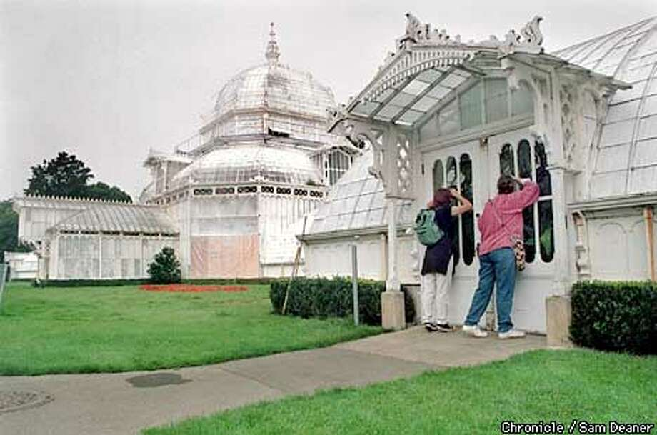 Izora Garcia de Lillard (left) and her mother Deborah Noland peek through the window at the Conservatory at Golden Gate Park Wednesday. Noland, visiting her daughter from Texas, expressed disappointment about not seeing the site. Sam Deaner/staff ALSO RAN 12/11/99 Photo: SAM DEANER