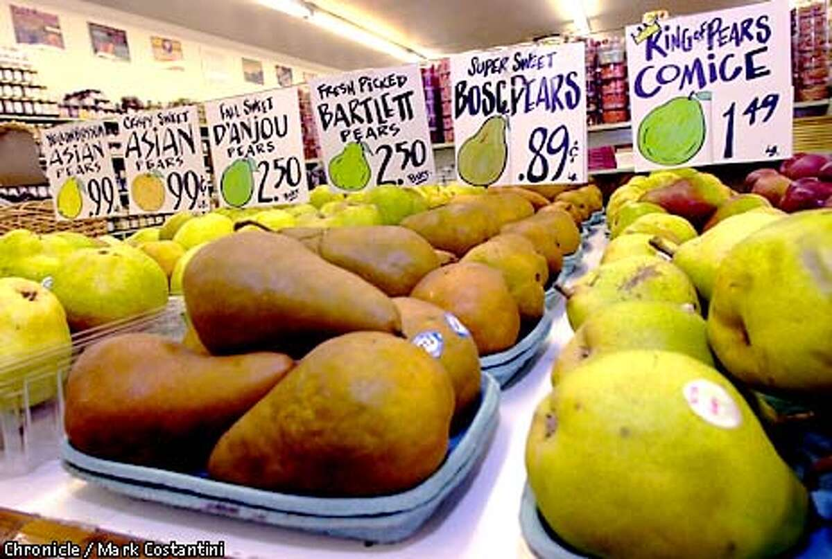 TAHOE24m-C-12JAN00-FD-MC. Tahoe food story--Fruit at Ikeda's in Auburn. Photo: Mark Costantini/The Chronicle