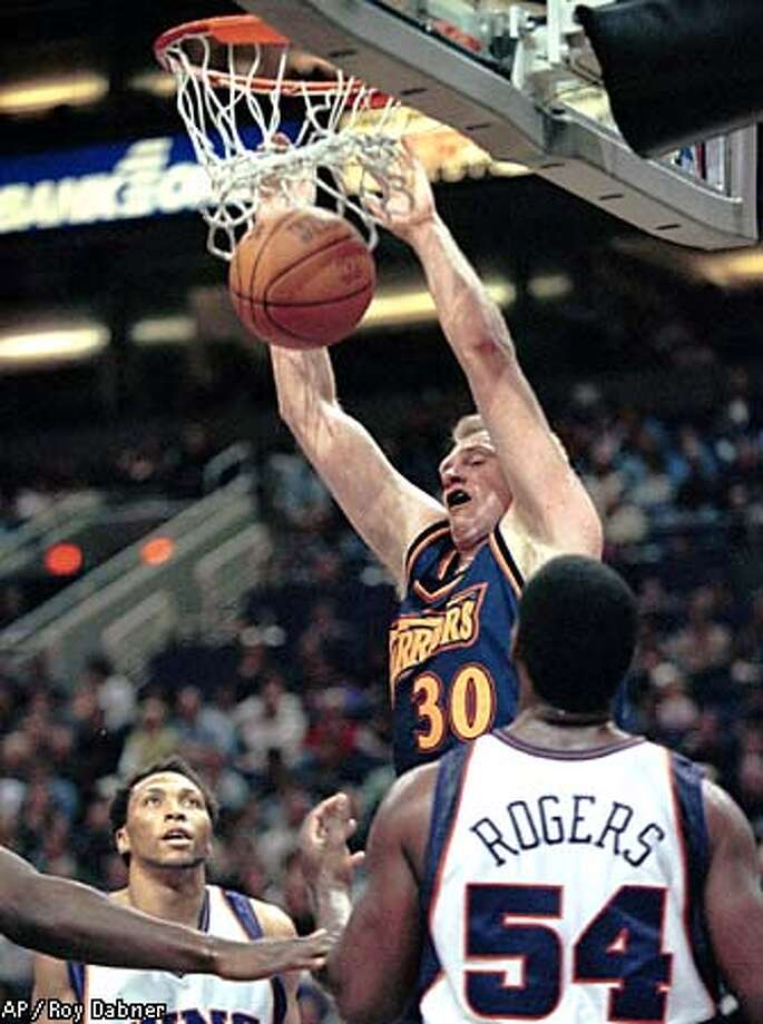Warriors Bill Curley (30) jammed one on Phoenix Suns Shawn Marion, left, and Rodney Rogers (54). The Warriors won, 103 -95. Associated Press photo by Roy Dabner