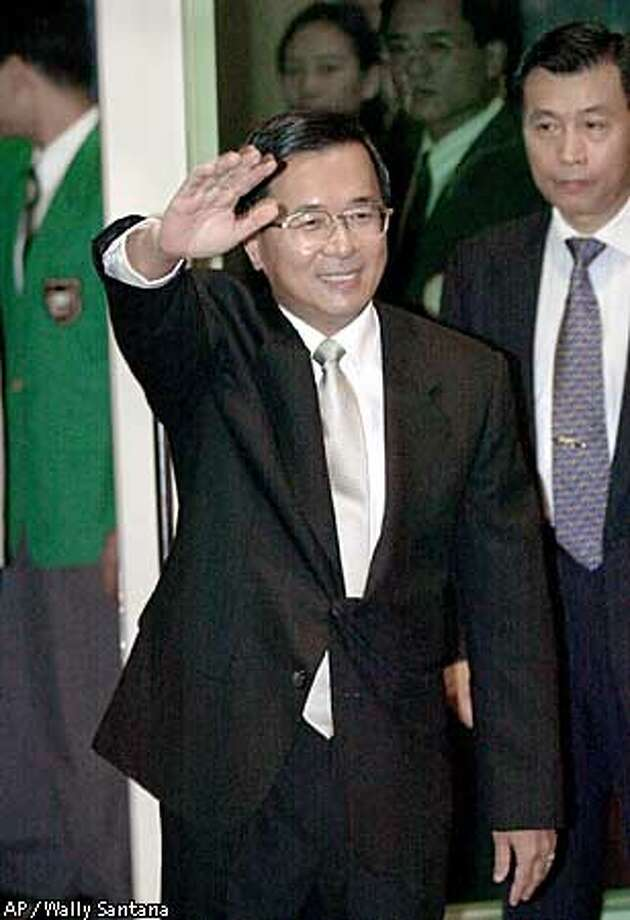 Taiwan's President Chen Shui-bian waves goodbye to well-wishers and dignitaries as he boards a charter flight, Sunday, Aug. 13, 2000, at the Taipei International Airport. Chen is making a goodwill visit to Central America and Africa. Taiwanese officials showed no signs of disappointment or anger Sunday about the cancellation of a rare U.S. meeting between their president and members of Congress during a layover in Los Angeles. (AP Photo/Wally Santana) Photo: WALLY SANTANA