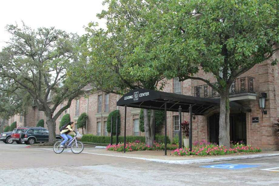 The Greenbriar Chateau has been sold, and its new owners plan to tear down the 42-year-old complex and replace it with a high-end apartment development.  Tenants of the 145-unit complex have been told they must leave by March 8. Photo: Hallie Jordan / © 2011 Houston Chronicle