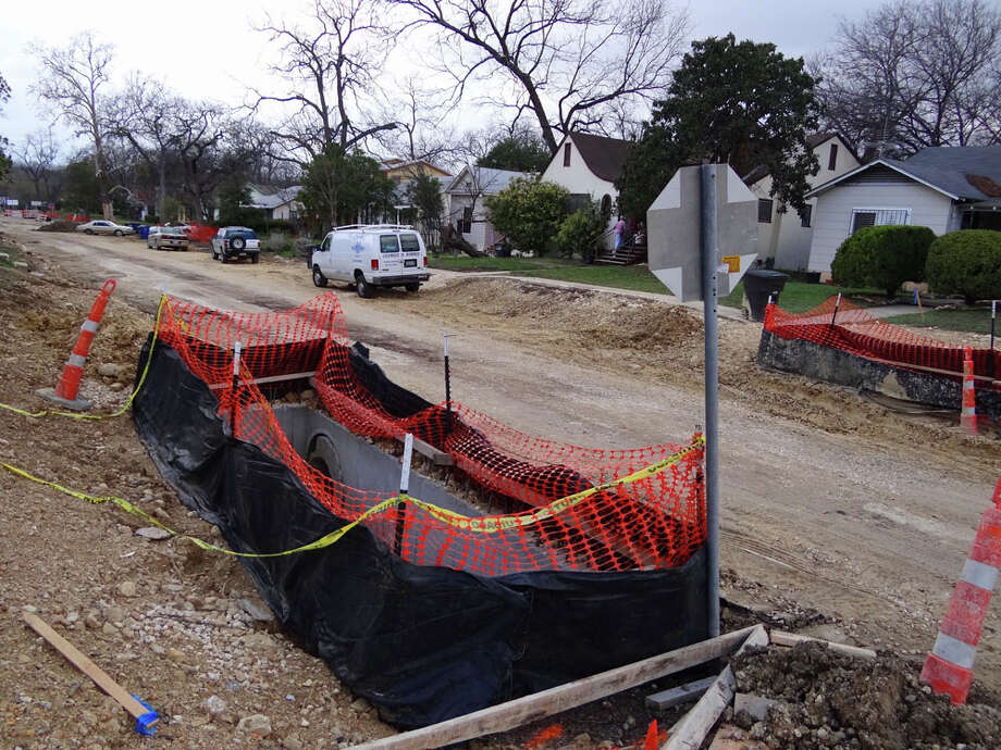 A water pipe project is under way at Breeden and Huisache avenues. The San Pedro Huisache Phase II project is aimed at keeping San Pedro Avenue open during storms by delivering heavy runoff to an intake leading to the San Antonio River. Photo: Billy Calzada, San Antonio Express-News / gcalzada@express-news.net