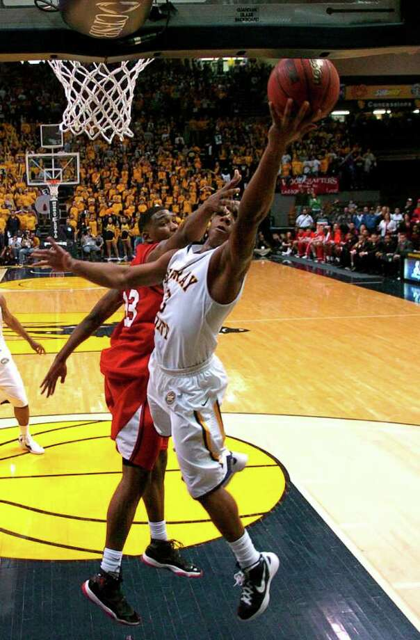 Murray State's Isaiah Canaan, front, goes for a layup over Southeast Missouri State's Marland Smith during the second half of an NCAA college basketball game on Thursday, Feb. 2, 2012, in Murray, Ky. Canaan scored 32 points as Murray State remained undefeated with an 81-73 victory over Southeast Missouri State. Photo: AP