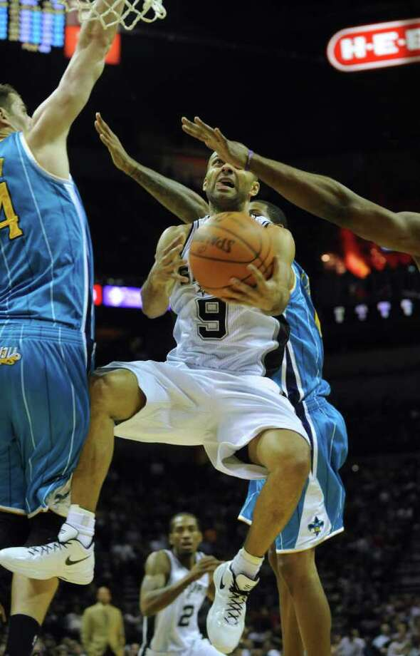 Spurs guard Tony Parker penetrates as the New Orleans Hornets defend during NBA action at the AT&T Center on Thursday, Feb. 2, 2012.  Billy Calzada / San Antonio Express-News