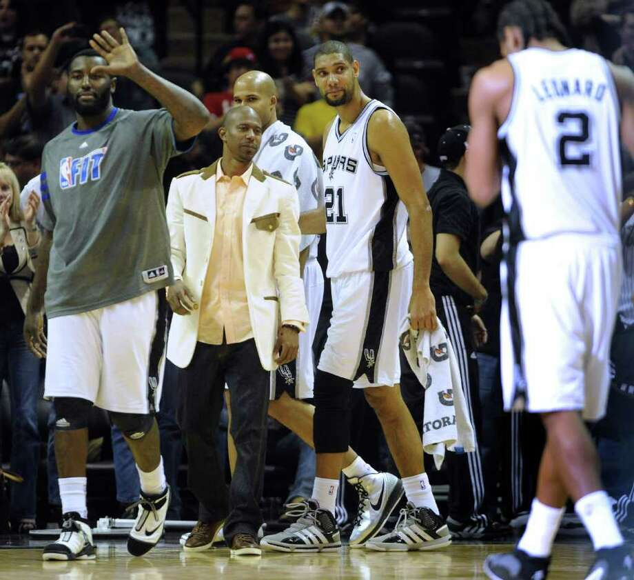 Tim Duncan (21) and Spurs teammates leave the court after their 93-81 victory over New Orleans on Thursday, Feb. 2, 2012.  Billy Calzada / San Antonio Express-News
