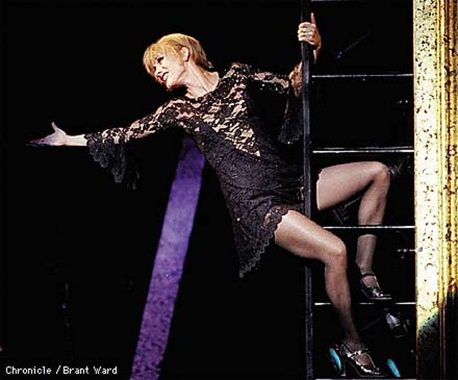 "CHICAGO2/29SEP98/DD/BW--Charlotte d'Amboise as Roxie Hart belts out ""Funny Honey"" in the first act of Chicago. By Brant Ward/Chronicle Photo: BRANT WARD"