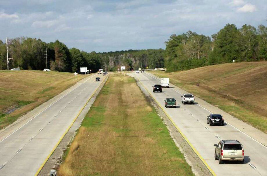 This section of Hwy. 96 will soon have cable barriers installed as a safety measure by the Texas Department of Transportation. The barriers will be installed from the Hwy. 96/Bus. 96 split, south of Silsbee, to the Hardin/Jasper County lines. Photo: David Lisenby, HCN_Barriers