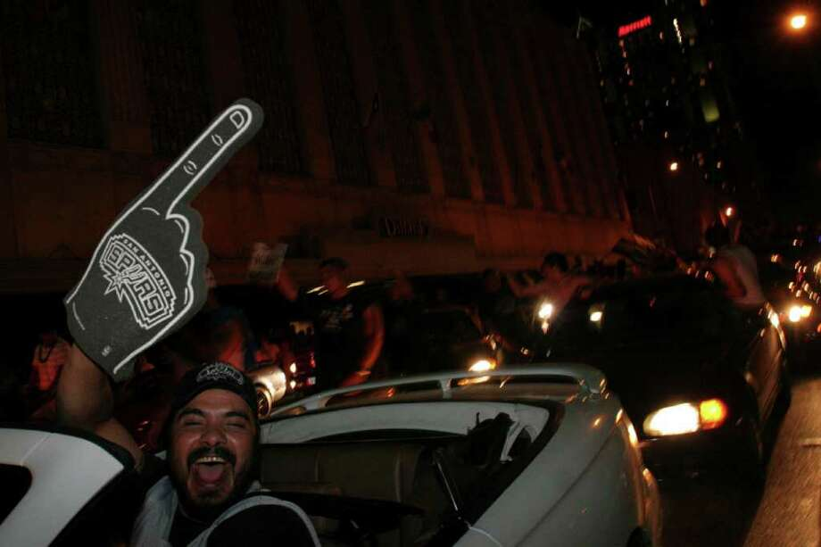 San Antonians who headed downtown to celebrate the Spurs' NBA championship win over the Detroit Pistons in 2005 show that they're the team's No. 1 fans. Photo: Express-News File Photo / SAN ANTONIO EXPRESS-NEWS