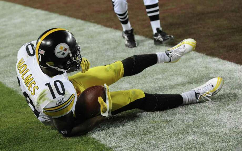 4. Super Bowl XLIII Pittsburgh 27, Arizona 23: Out-dueling Kurt Warner, Ben Roethlisberger leaned on Santonio Holmes for a masterful winning touchdown drive in the final minutes that Holmes capped with a nimble-footed touchdown catch, his fourth of the possession. Photo: TIMOTHY A. CLARY, AFP/Getty Images / 2009 AFP