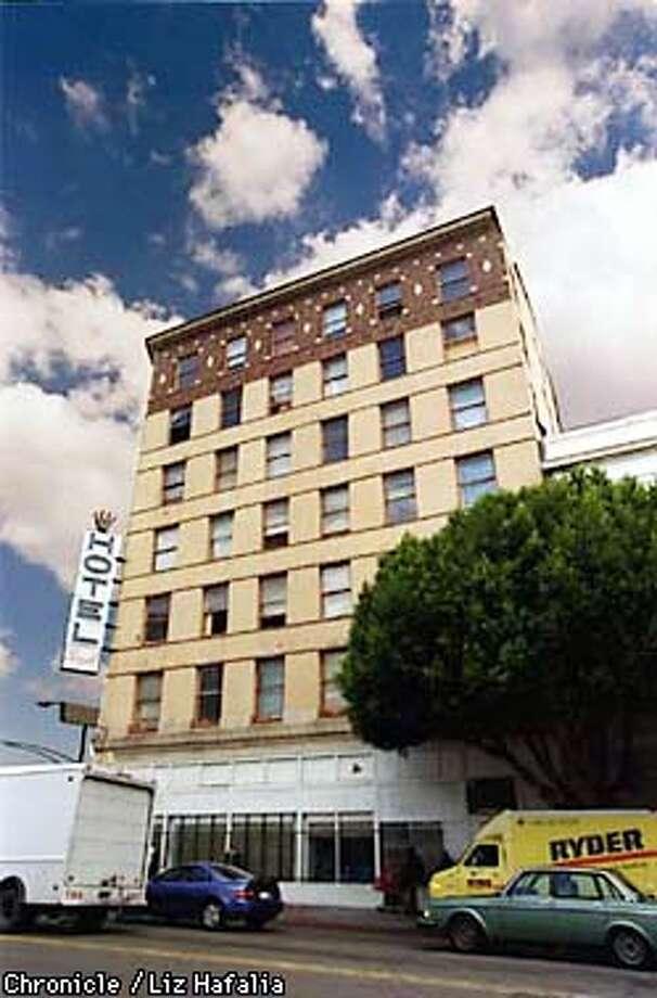 Hotel Royal--2000 San Pablo Ave., downtown Oakland--is evicting residents. Photo by Liz Hafalia Photo: Liz Hafalia