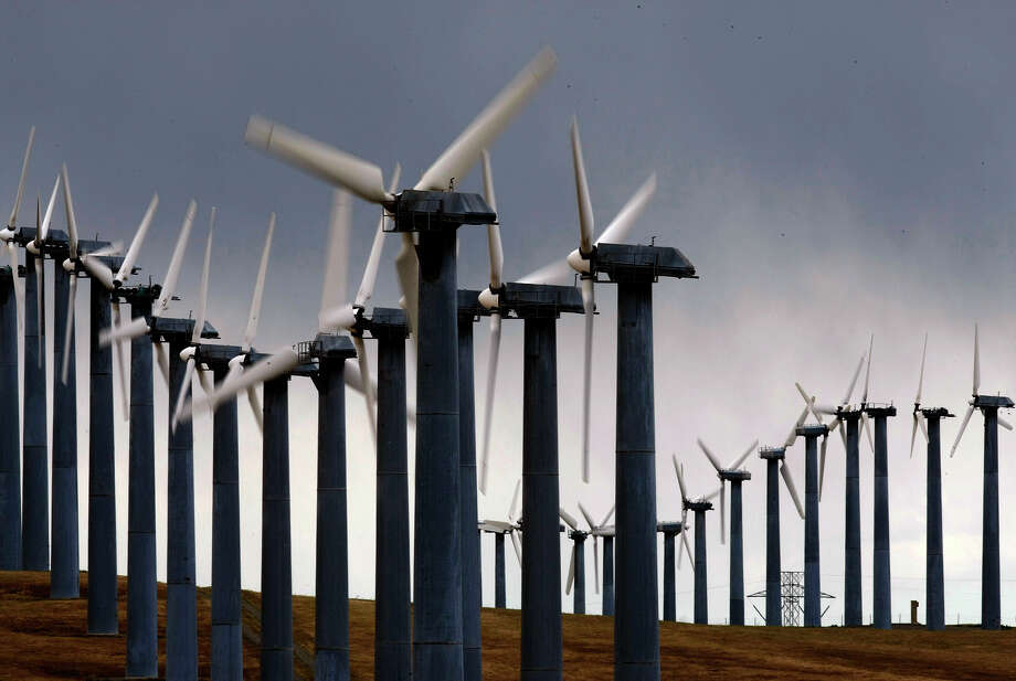 Wind generators along Mountain House Road near Livermore at Altamont Pass, which is home to one of the largest wind farms in the country. Photo: Michael Macor / The Chronicle / SFC