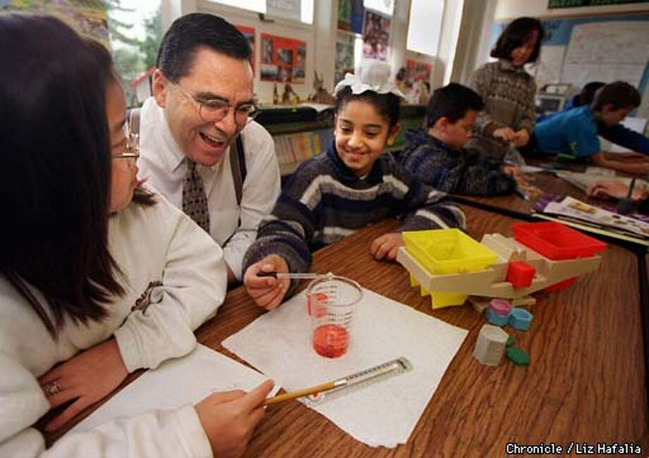 "left to right--Jennifer Ngo, 9 years old, Ron Gonzales , and Janmit S. Virk, 9 years old. Hewlett Packard's Ron Gonzales doing ""Hands on Science'"" experiments with fourth graders at Lester Shields School in San Jose/Alum Rock School District. Hewlett Packard has a $4 million grant program to encourage educational opportunites for women and minority engineers. Photo by Liz Hafalia Photo: LIz Hafalia"