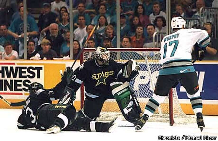 Stars #20 Ed Belfour shops a shot on goal by #17 Murphy during game three of the best of 7. By Michale Macor/San Francisco Chronicle Photo: MICHALE MACOR