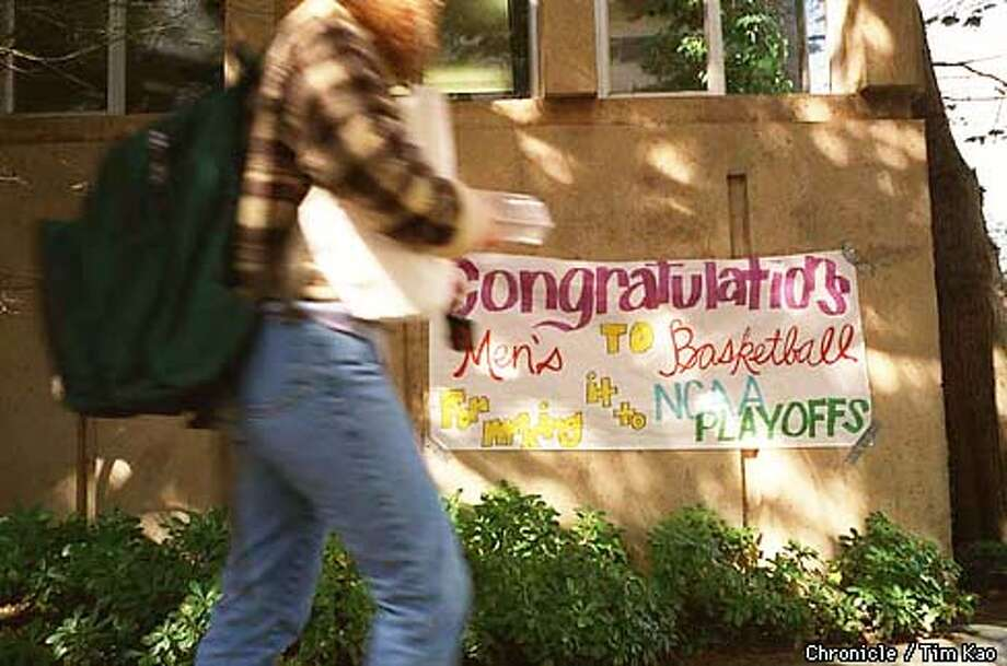 =Though the photographer did not encounter any visible display of basketball fever by students on USF campus today, he did manage to find this sign. PHOTO BY TIM KAO/THE CHRONICLE Photo: TIM KAO
