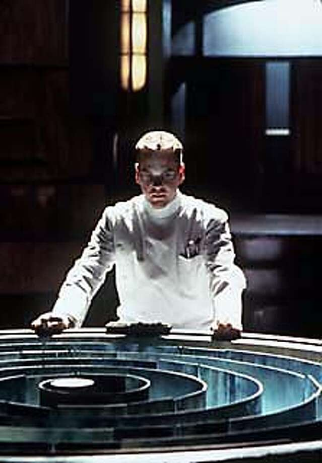 Kiefer Sutherland in Dark City