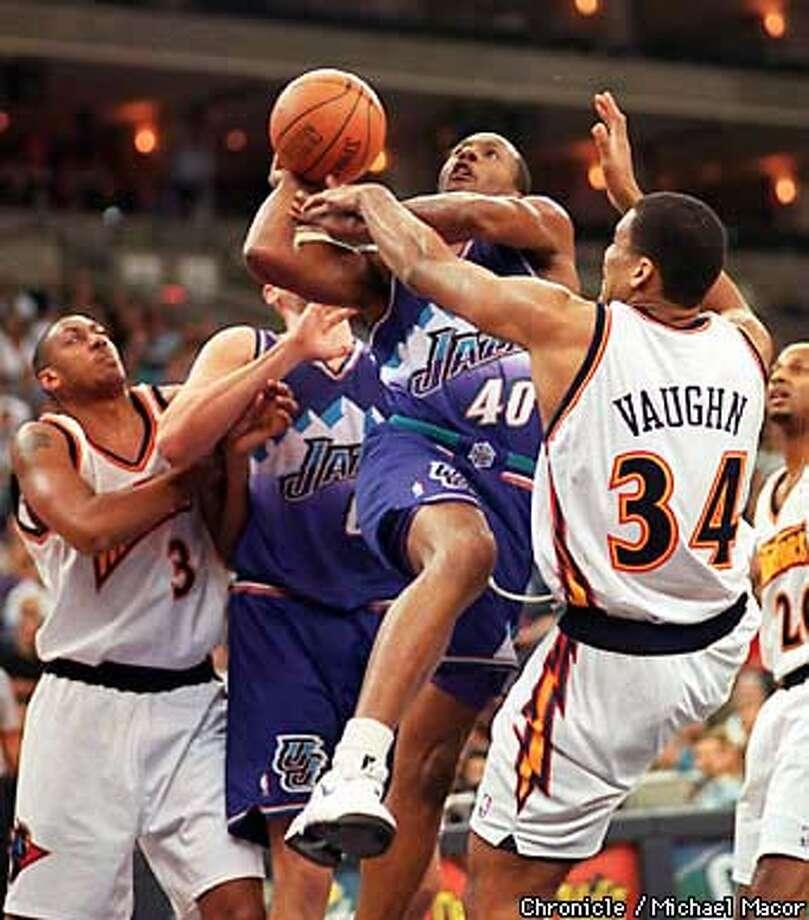 Utah Jazz Shandon Anderson drives to the basket past Warrior David Vaughn. Chronicle Photo: Michael Macor Photo: MICHAEL MACOR