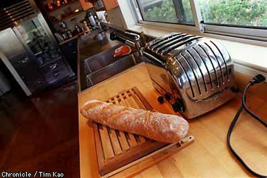 =Middione's heavy duty Dualit toaster-- reputed to be capable of toasting up to 200 slices per hour. PHOTO BY TIM KAO/THE CHRONICLE Photo: TIM KAO