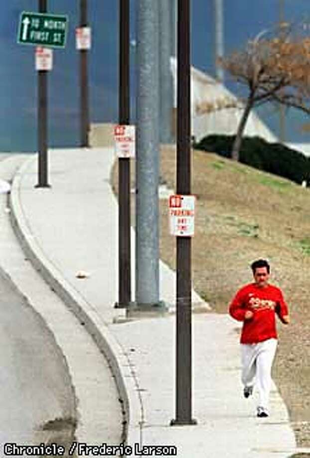 MARIUCCI/06JAN98/SP/FRL: Despite all the hype leading up to the NFC Championship game this week, 49ers head coach Steve Mariucci takes some time to stay lose by taking a afternoon jog around the streets near the 49ers headquarters in Santa Clara. Chronicle photo by Frederic Larson.