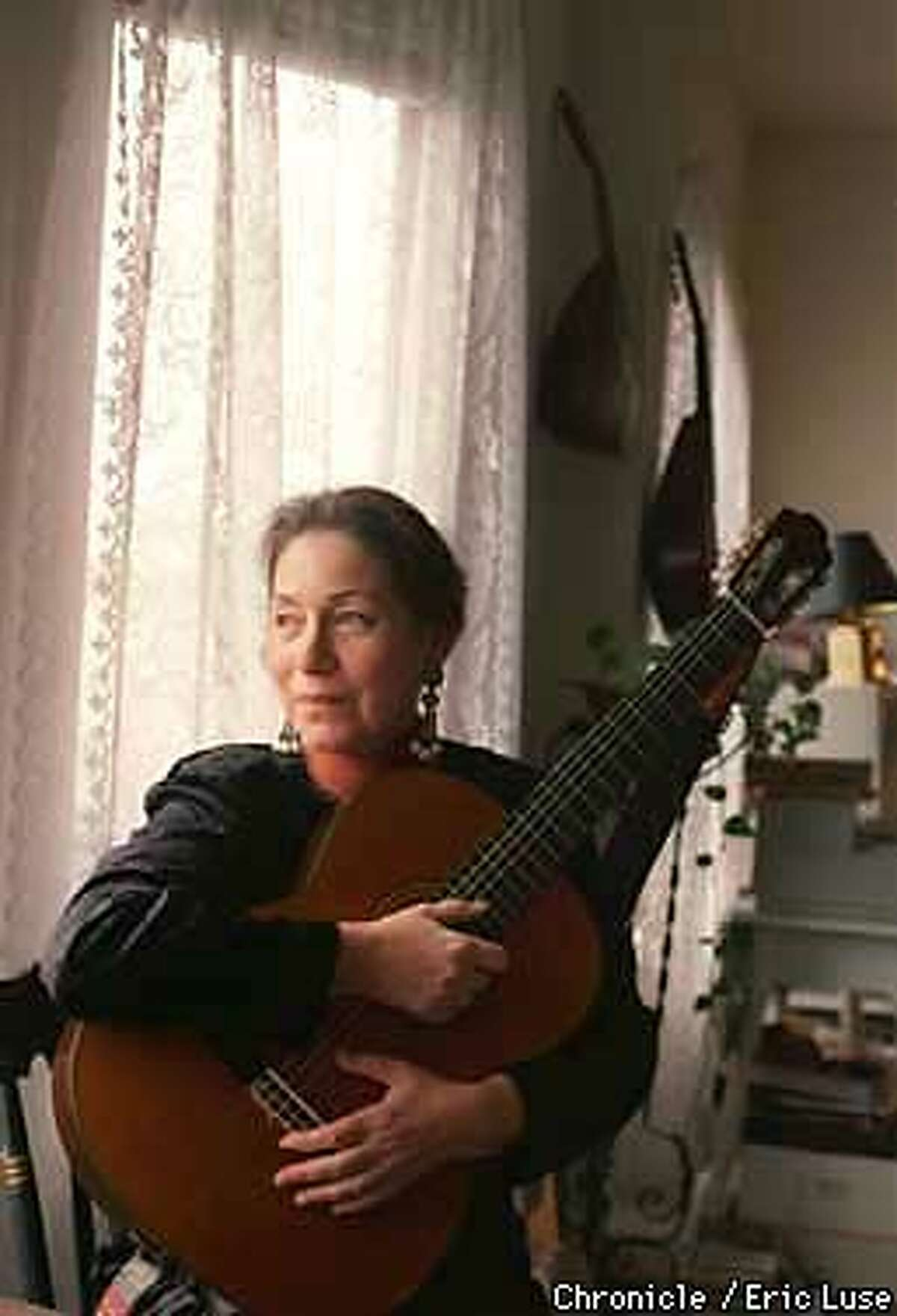 Ladino singer Judy Frankel in her San Francisco home with her Spanish guitar. Photo by Eric Luse